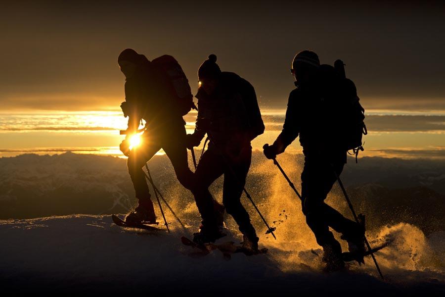 Schneeschuhwandern bei Sonnenuntergang, Schladming-Dachstein